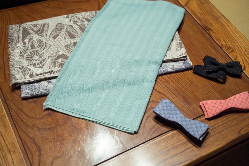 スカーフや蝶ネクタイとして江戸小紋をコーデの一部として楽しめます