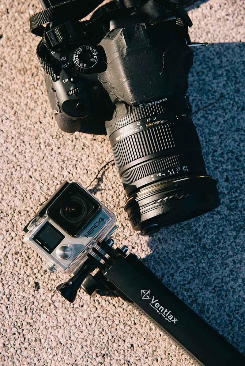 カメラはGoProとテープでしっかり補強した一眼レフを愛用