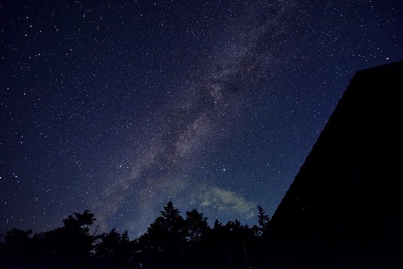 高見石小屋から望む天の川(提供/加倉井厚夫)