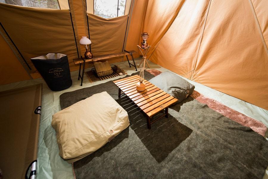 外はもちろん、テントの中もご覧の通りバランスよくスタイリングされている