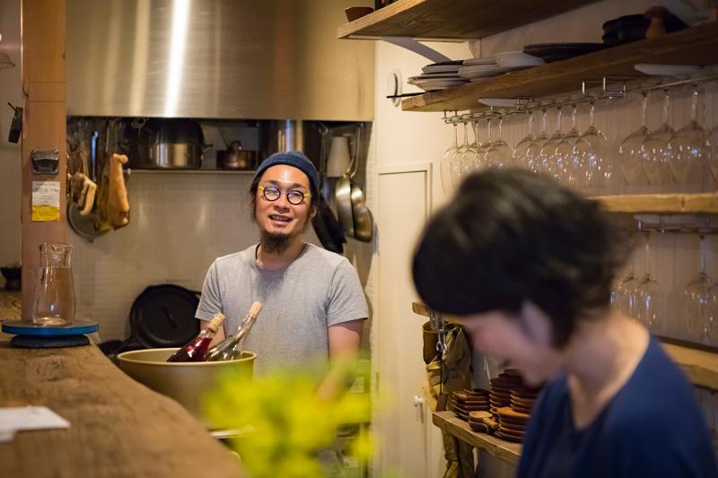 オーナーの菅沼博文さん(36歳)。過去にブレイクダンスやサーフィンの経験もあるという、アクティブ派