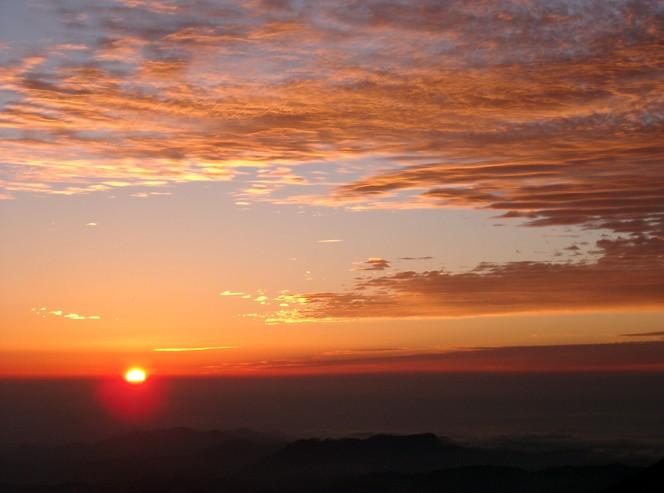 印象に残っているという白山を照らす夕日(写真提供:坂次さん)