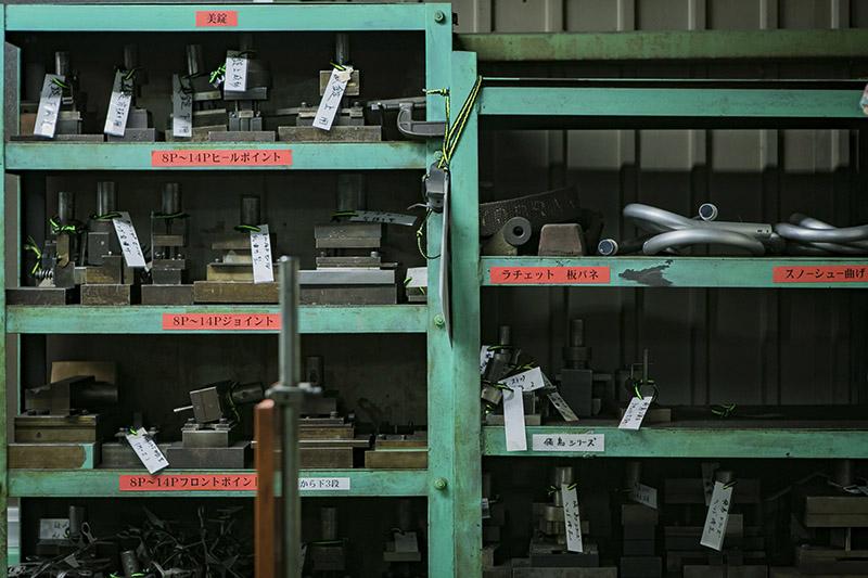 工場には数多くの金型が保管されている
