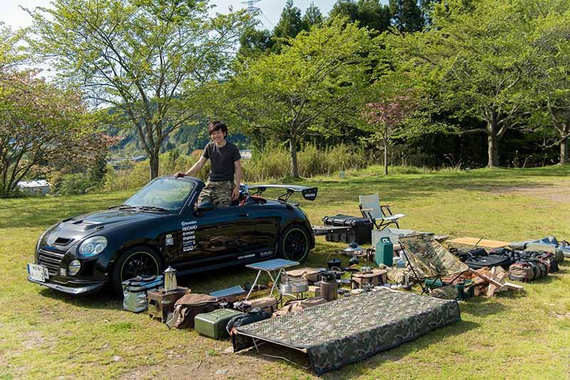 今回積載したキャンプ道具たち。これらが全てこの車に収まっているとは……