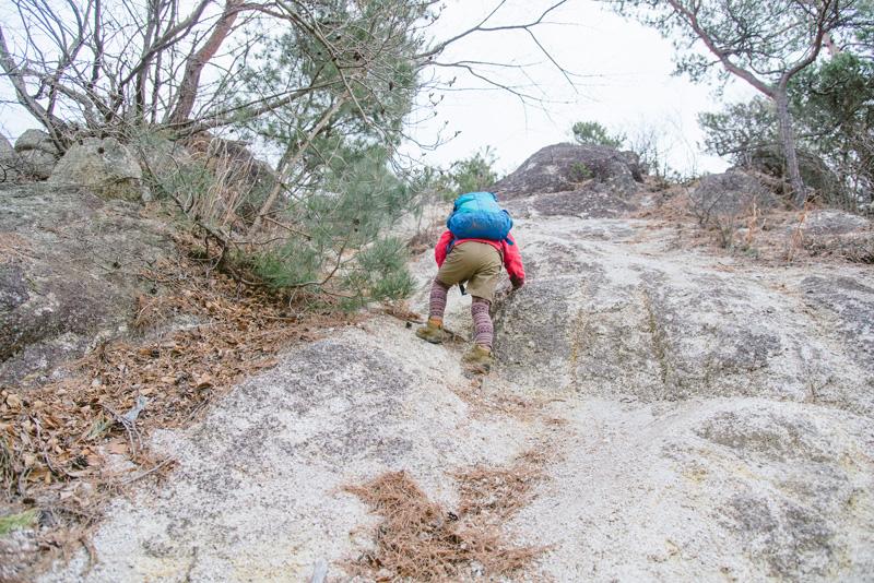 この日登った湯村山の岩場も楽しそうに登る姿が印象的