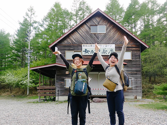 蓼科山下山後。松本さんはここで離脱し、山内さんは1人でもう一日松本駅まで歩いた。