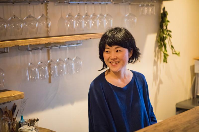菅沼摩利子さん(35歳)。ふたりは幼なじみ同士