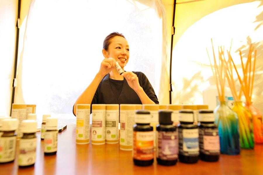 指導して下さったのはアロマセラピーインストラクター山本カンナさん。