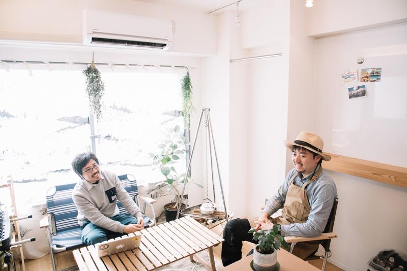 お話をうかがったのは、『ソトレシピ』プロデューサーの千秋広太郎さん(34歳・写真右)と、編集長の渡辺有祐さん(41歳)