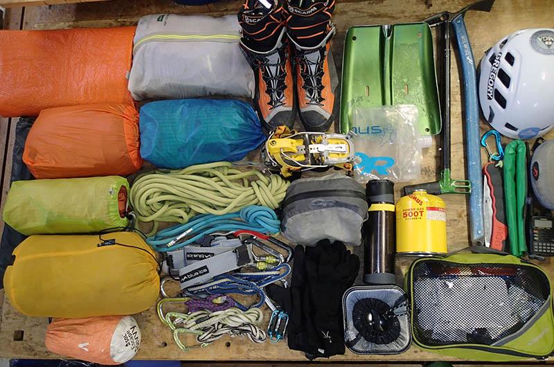 残雪期の立山連峰長期縦走に持っていく島田さんの装備類。これらすべてをバルトロ75にパッキング