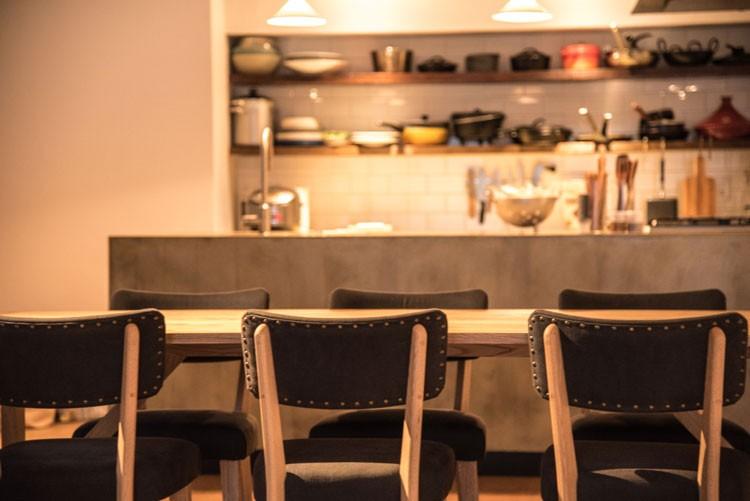 テーブルやチェアなども、すべて「HAY hutte」にお願いしてデザインしてもらったオーダーメイドもの