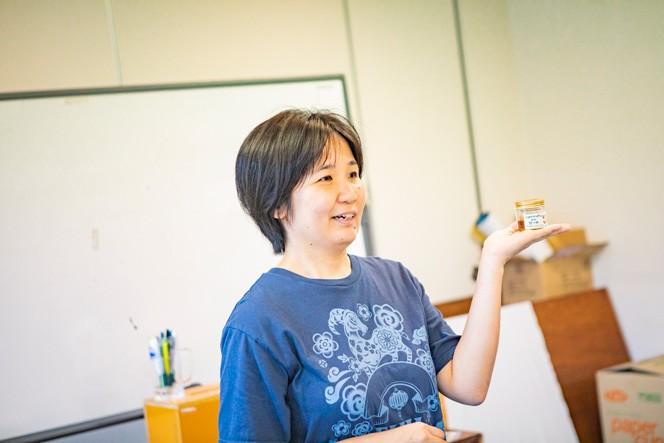 石けん作りの案内人は、小古間かずささん。富士見市在住の手作り石けんやさんだ。