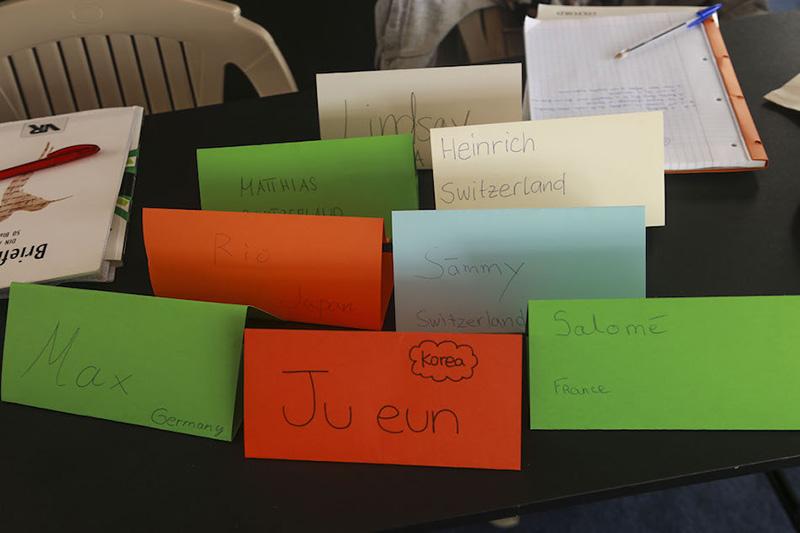 【私のクラスには、スイス・ドイツ・フランス・韓国・日本の生徒がいました。】