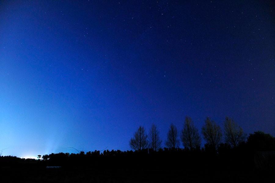 周辺は一切ビルが無いため、広い夜空に浮かぶ星たちが視界いっぱいに広がります