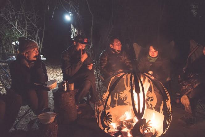 .HYAKKEI大学 焚き火LIFE for Beginnersにて。世界に1台しかない焚き火台を囲む。