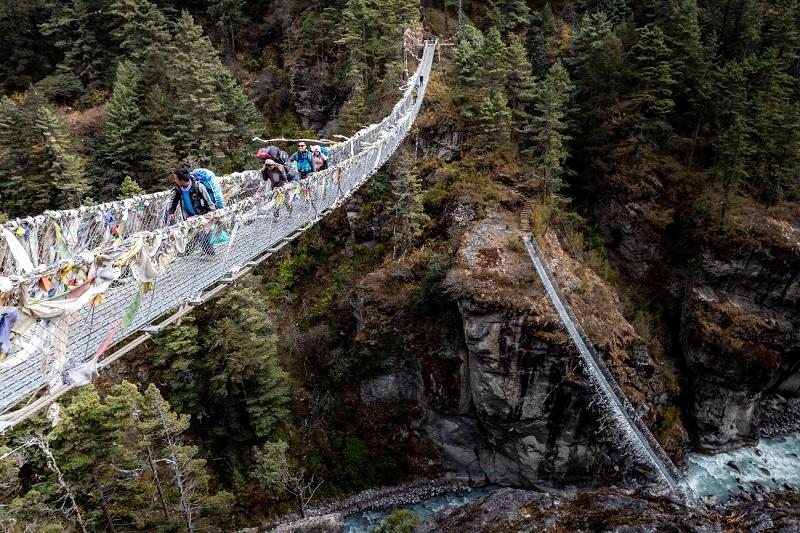 ネパール名物『一歩間違えたら死ぬ橋』