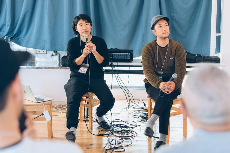 .HYAKKEI編集部編集長の羽田(左)も興味津々で話を深堀していきます。