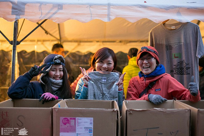 ボランティアさんから笑顔とTシャツいただきました(Photo:Junichiro Nakajima)