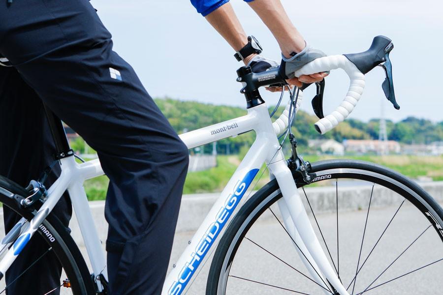 今回乗ったバイクは、モンベルの「シャイデック」シリーズ。フィールドで得た経験をもとに、フレーム設計からつくりあげた軽量な自転車だ