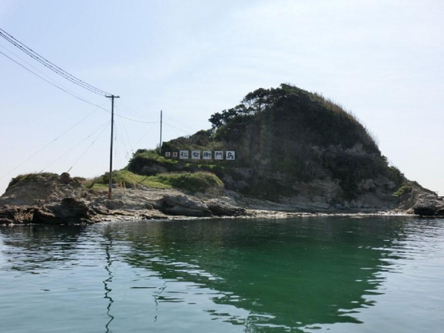 この島に赤い船で渡れる