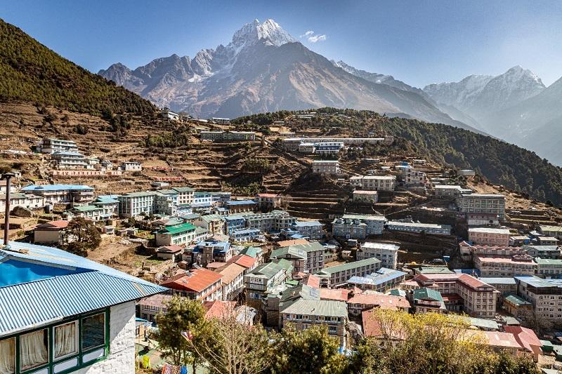 5000m峰、クンビラ山の麓に佇む