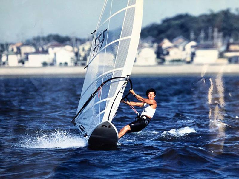 ウィンドサーフィンを楽しむ廣瀬さん(提供写真)