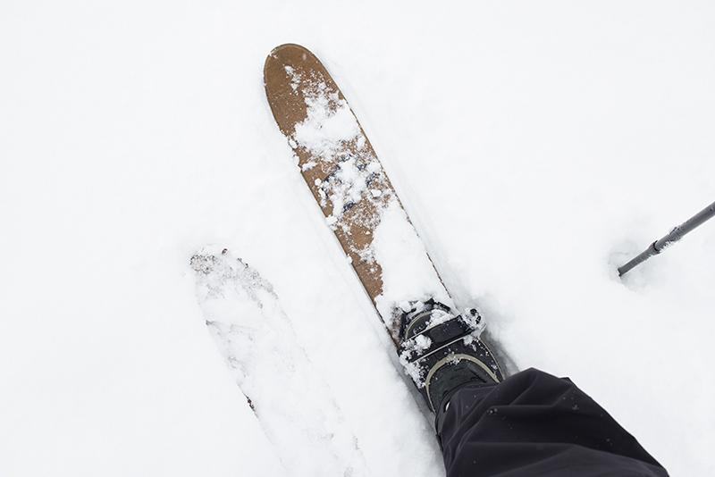 ホックは浮力が強いので、1mほどの積雪があるところでもほとんど沈まずに歩くことができます。