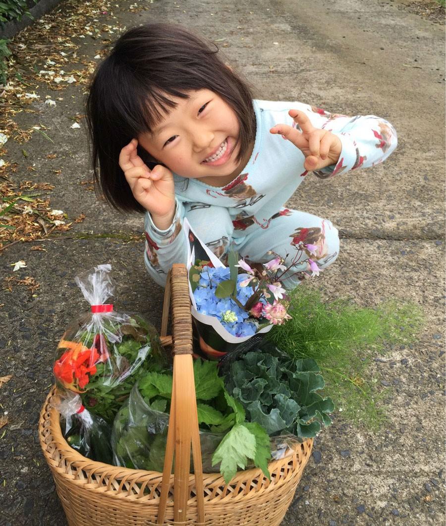 無農薬野菜を販売する「鬼塚農園」へ立ち寄った帰り(提供:ミキさん)