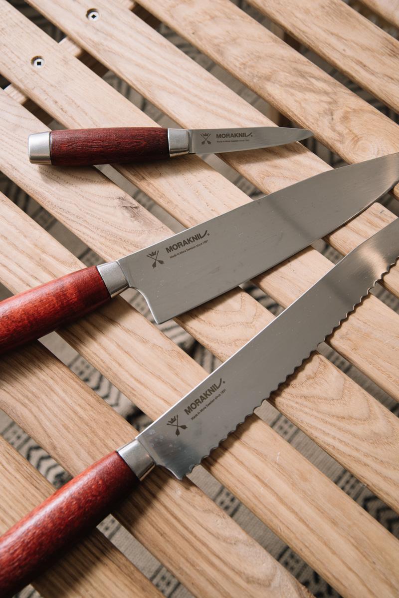 千秋さんが愛用しているという、モーラナイフ。とにかく持ちやすく切れ味も抜群とのこと