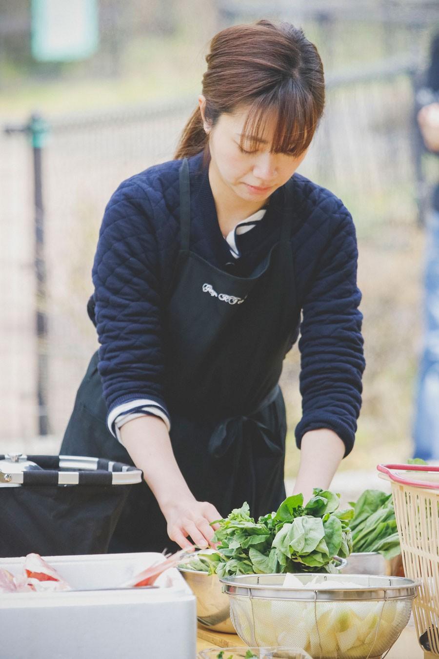 フードスタイリストの山崎さん。現在は雑誌やwebで料理やプロダクトのスタイリングや、レシピの提案を行う。