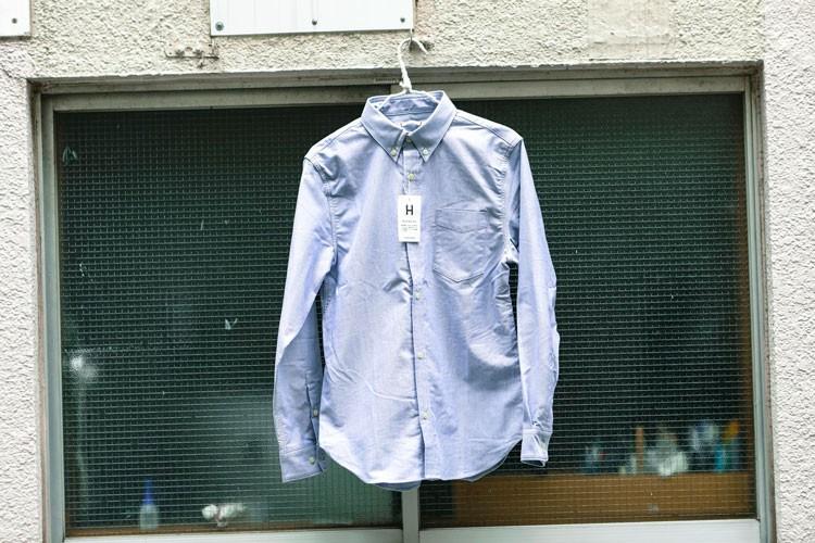 汗などが染みないHANDS UPシャツ。こちらも撥水性が高く雨に強い。夏場のアウトドアシーンに活躍するだろう