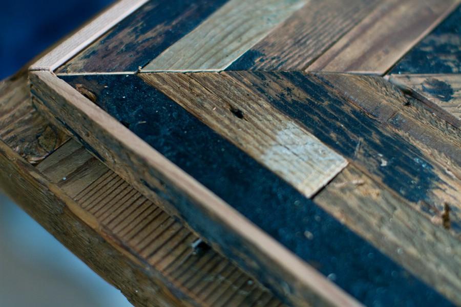 枠が綺麗に固定され、天板の完成!