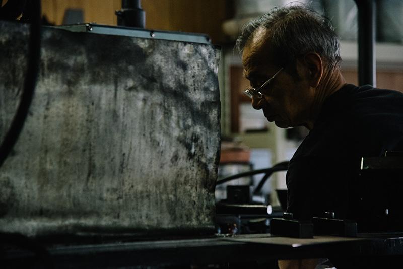 ダッチオーブン製造の協力工場。自社から目と鼻の先に職人がいるのも燕三条の特性