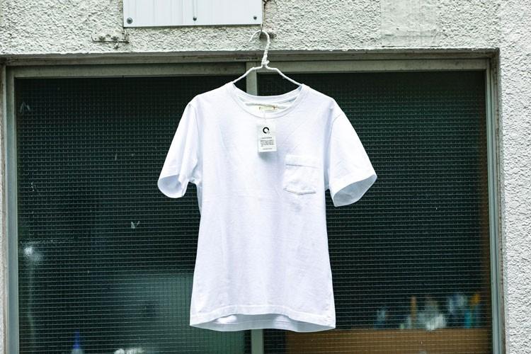 臭わない、しかも一緒に洗濯機で洗濯した他の服の臭いもとってくれるCATCHER Tシャツはキャンプにぴったり