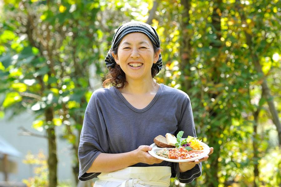 シェフはさすらいの料理人、サエキナオミさん。優しい料理を振る舞ってくれました。