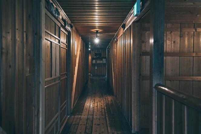 八ヶ岳の山小屋らしさが漂う本館の廊下