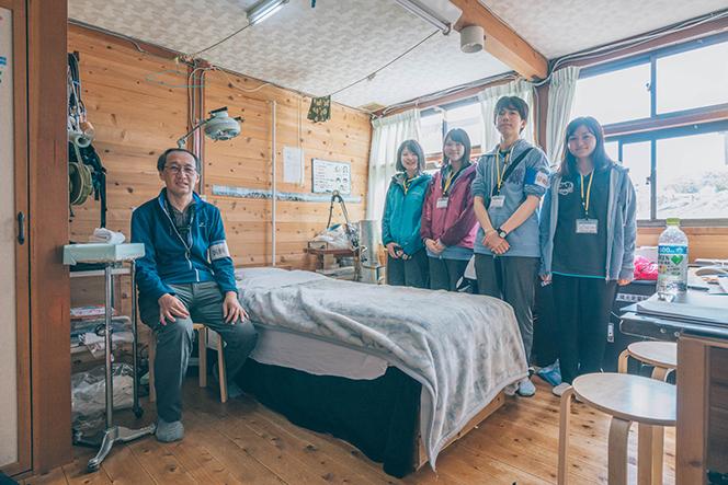 名古屋市立大学医学部蝶ヶ岳ボランティア診療所。ドクターと看護師、学生が交替で従事している