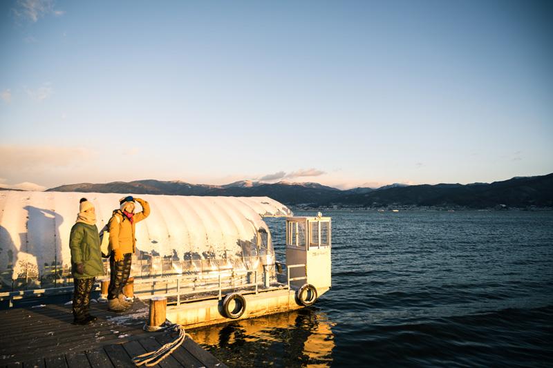 釣りの朝は早い。朝日に染まる美しい諏訪湖。