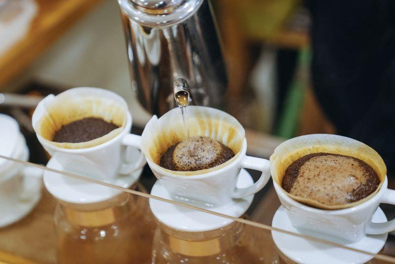 大町の超軟水でおとしたコーヒーは、豆本来の味と香りが引き立ち飲みやすい(提供写真)