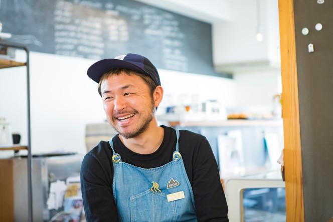 オーナーの小島剛さん(40歳)。銀行員、出版社、アパレル会社勤務を経て、amijokを起業するという、異色の経歴の持ち主