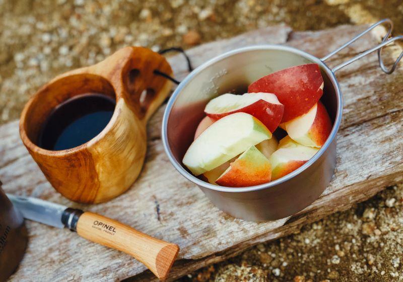 キャンプのお供にりんご(提供写真)
