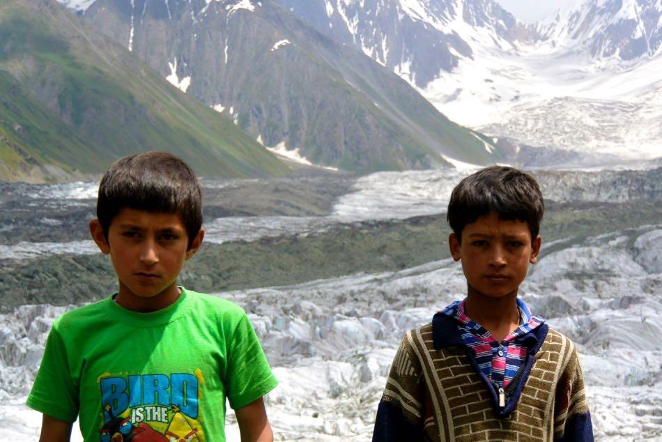 パキスタン・フンザ。道に迷ったときに助けてくれたこどもたち