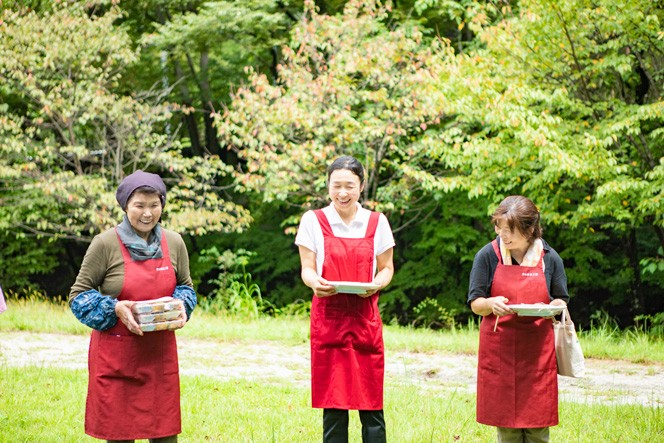 丹精込めて作ってくださったのは、富士見町のおかあさん達による「まんまる工房」。お弁当は土日限定、道の駅「信州蔦木宿」で買うことができます。