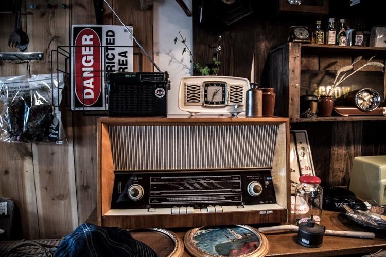 こちらのヴィンテージラジオも編集部でお買い上げ