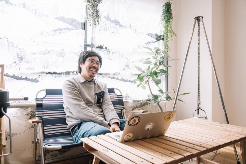 渡辺さんは本の制作会社「フィグインク」を経営し、アウトドアにまつわる書籍を数多く手がける。『ソトレシピ』では編集長として活動