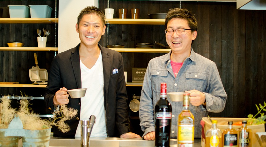 左:リノベ不動産代表 鎌田友和さん/ 右:スノーピーク 吉野真紀夫さん