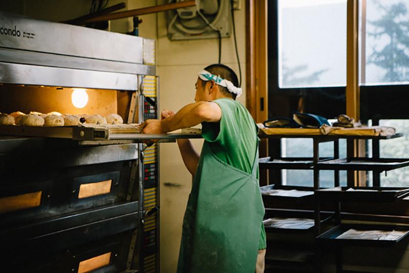 パンが焼き上がるとチャイムが鳴るしくみだが、タイマー通りに焼けないことも多く、その時々によって多少長めに焼くこともあるそう