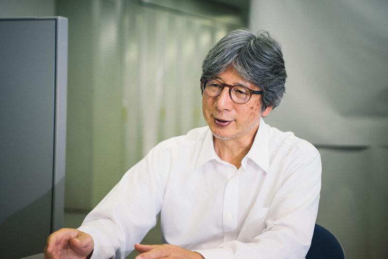 モンベルの歴史を語ってくれた常務の竹山さん。入社29年、古くからモンベルとともに歩んできた人物だ