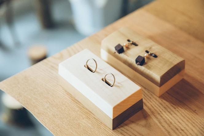 リングピロー:家で指輪の置き場に困っているという声を聞き、シンプルに美しく保管できるものとして開発