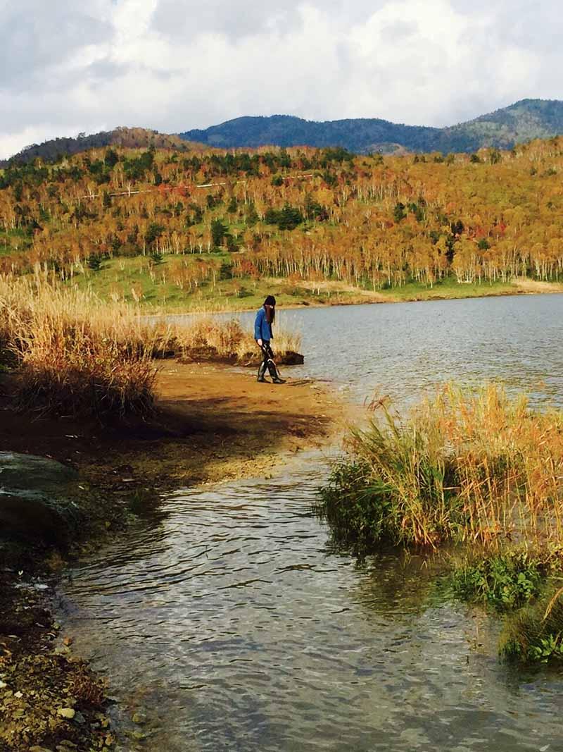 紅葉美しい野反湖でのキャンプ(提供:沙彩さん)